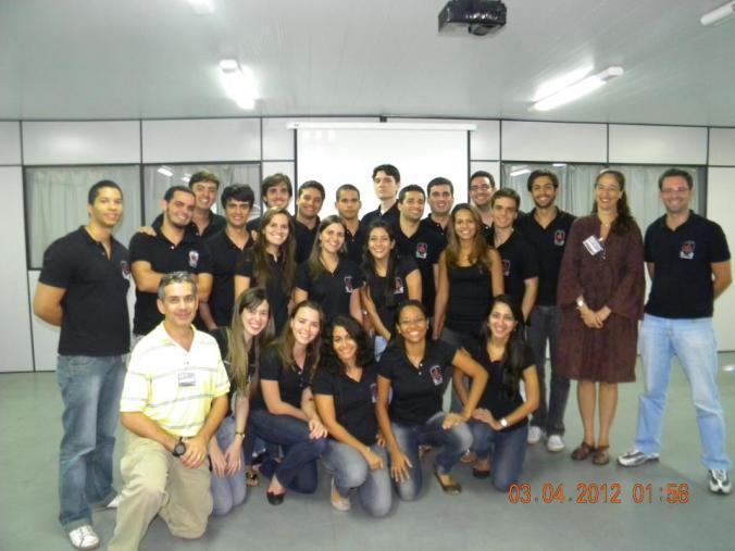 Membros da LAEME e Professores Colaboradores Dra. Alecianne Braga e Dr. Osvaldo Bastos, durante a capacitação para início do estágio no serviço de regulação e intervenção no SAMU192.